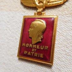 Militaria: FRANCIA MEDALLA DE LA AERONÁUTICA 1945 HONNEUR ET PATRIE AVIACIÓN. Lote 269729613