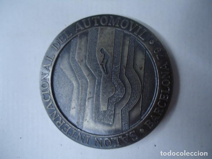 MEDALLA SALÓN INTERNACIONAL DEL AUTOMÓVIL BARCELONA 1979 FIRMA PUJOL MIDE 5CM DE DIÁMETRO RELIEVE (Militar - Medallas Internacionales Originales)