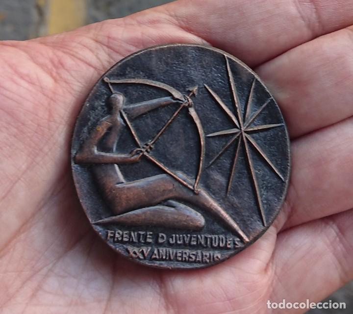 OJE MEDALLA XXV ANIVERSARIO FRENTE DE JUVENTUDES 1965 (Militar - Medallas Españolas Originales )