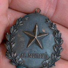 Militaria: ANTIGUA MEDALLA AL MERITO, SIEMPRE ADELANTE, DE LOS EXPLORADORES DE ESPAÑA, BOY SCOUTS. Lote 276268013