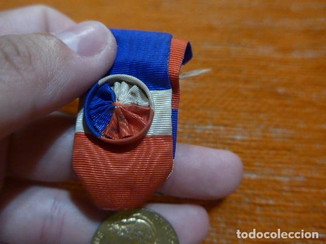 Militaria: Antigua medalla francesa al merito al trabajo, otorgada y escrita en 1958, original, francia. - Foto 3 - 278535533