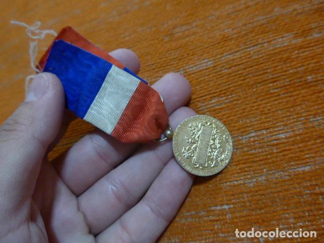 Militaria: Antigua medalla francesa al merito al trabajo, otorgada y escrita en 1958, original, francia. - Foto 4 - 278535533