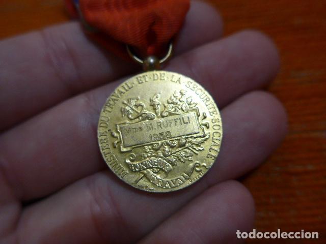 Militaria: Antigua medalla francesa al merito al trabajo, otorgada y escrita en 1958, original, francia. - Foto 5 - 278535533