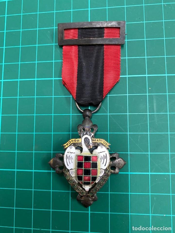 MEDALLA FALANGE, SEU HONOR Y GRATITUD. CISNE BLANCO (Militar - Medallas Españolas Originales )