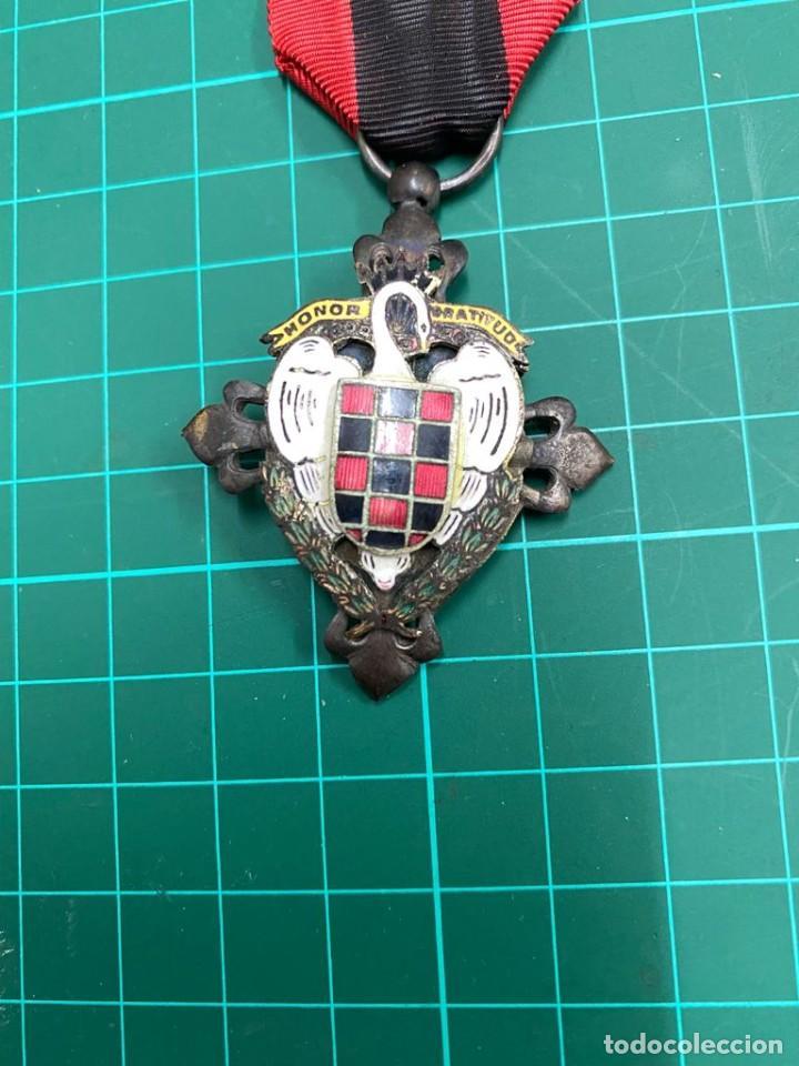 Militaria: Medalla Falange, Seu Honor y Gratitud. cisne blanco - Foto 2 - 284774038