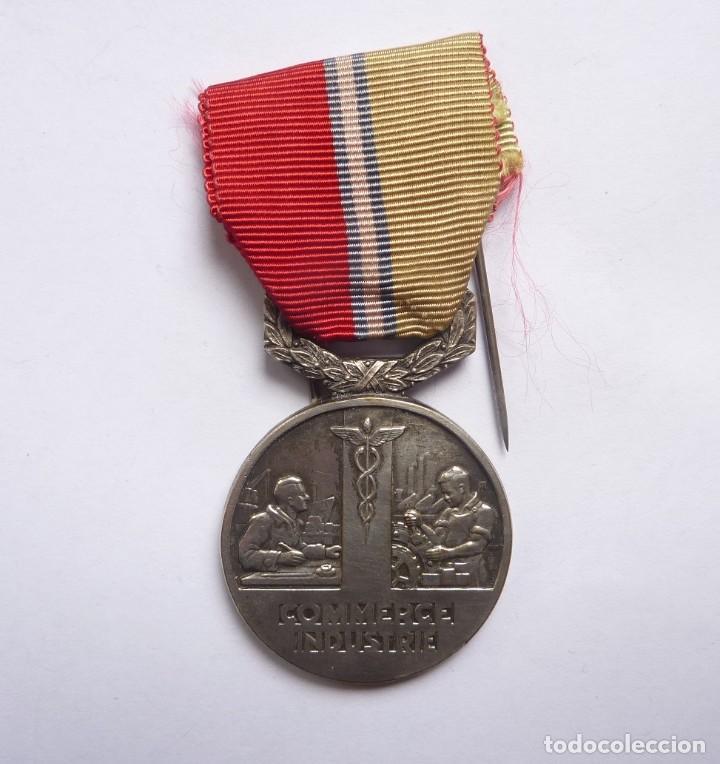 Militaria: Francia - 1948: Medalla francesa Mérito Sindicato General del Comercio y la Industria - Foto 2 - 284801533