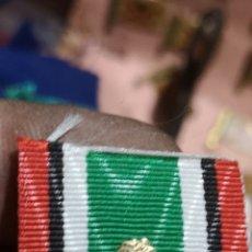 Militaria: CINTA PARA PASADOR DE DIARIO CREO QUE ES DE AFGANISTÁN CON INSIGNIA METÁLICA DORADA. Lote 286733513