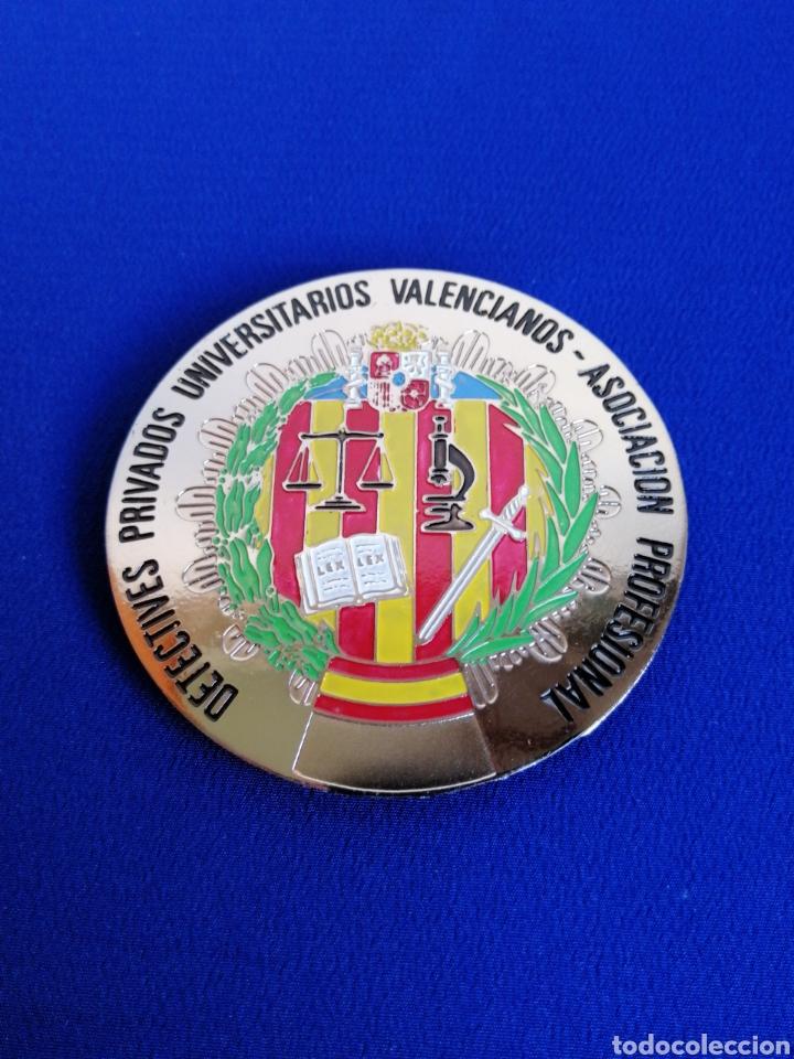 PLACA DETECTIVES PRIVADOS UNIVERSITARIOS VALENCIANOS ASOCIACIÓN PROFESIONAL(COLOR PLATEADO) (Militar - Medallas Españolas Originales )
