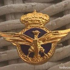 Militaria: ANTIGUA INSIGNIA DE SOLAPA, ESMALTADA CON EMBLEMA ROKISKI DE PILOTO DE AVIACION CIVIL, MIDE 2,8 CMS.. Lote 287999338