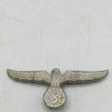 Militaria: INSIGNIA DE METAL FUNDIDO DE LA ALEMANIA NAZI DEL TERCER REICH, ÁGUILA CON LAS ALAS EXTENDIDAS.. Lote 293183508