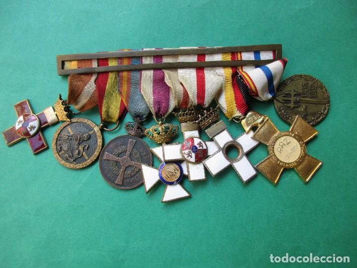 PASADOR O PRENDEDOR CON 8 MEDALLAS. VER FOTOS. (Militar - Medallas Españolas Originales )