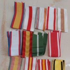 Militaria: 13 TROZOS CINTA DE 15 CM. PARA CONDECORACION DE 3 CM . ANCHO . EN MOARE. Lote 295033123