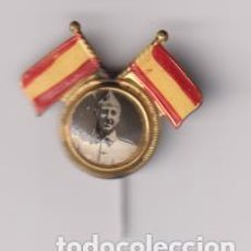 Militaria: PIN DE AGUJA. GUERRA CIVIL. FRANCO ENTRE DOS BANDERAS DE ESPAÑA. Lote 295658223