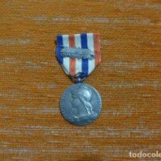 Militaria: ANTIGUA MEDALLA FRANCESA DEL TREN, OTORGADA EN 1919, CHEMINS DE FER, FRANCIA, LOCOMOTORA.. Lote 296883573