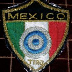 Militaria: PARCHE BORDADO CON HILO DE ORO A MANO DE ESPECIALIDAD DE TIRO,DE MEJICO. Lote 44197503