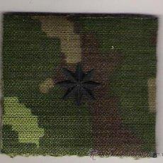 Militaria: PARCHE EMBLEMA CHANDAL COMANDANTE PIXELADO VERDE FAMET. Lote 49016013