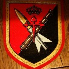 Militaria: ESCUDO DE BRAZO DE UNIDAD MILITA DE ARTILLERIA. Lote 295887183