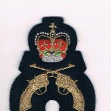 Militaria: PARCHE MILITAR ORIGINAL CORONA DOS PISTOLAS CRUZADAS. Lote 57365727