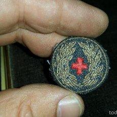 Militaria: DISTINTIVO BORDADO CRUZ ROJA ,DESCONOZCO UTILIZACION,PODRIA SER PARA GORRA O BIEN BOCAMANGA. Lote 60618995
