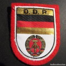 Militaria: ANTIGUO ESCUDO DE TELA O PARCHE AÑOS 70 DE ALEMANIA ORIENTAL,DDR,ALEMANIA COMUNISTA. Lote 95751803