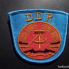Militaria: ANTIGUO ESCUDO DE TELA O PARCHE AÑOS 70 DE ALEMANIA ORIENTAL,DDR,ALEMANIA COMUNISTA. Lote 95751855