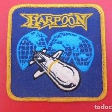 Militaria: EMBLEMA BORDADO DE MISIL HARPOON...ORIGINAL USA .AÑOS 90. Lote 97113663