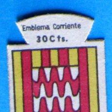 Militaria: AUXILIO SOCIAL. EMBLEMA CORRIENTE. 30 CTS. SERIE B. Nº 279. ESCUDO DE GERONA.. Lote 97572851