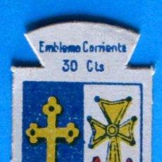 Militaria: AUXILIO SOCIAL. EMBLEMA CORRIENTE. 30 CTS. SERIE B. Nº 322. ESCUDO DE OVIEDO.. Lote 97573431