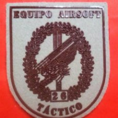 Militaria: PARCHE EMBLEMA ESCUDO MILITAR EQUIPO AIRSOFT 26 TÁCTICO,. Lote 105058567