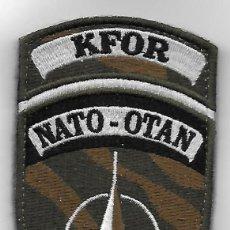 Militaria: PARCHE KFOR NATO-OTAN CON VELCRO KOSOVO MISION INTERNACIONAL. Lote 119228900