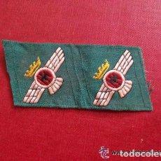 Militaria: EJERCITO DEL AIRE: PAR DE ROMBOS DE TROPAS DE AVIACION, VERDES. EPOCA DE FRANCO CON AGUILA EN CENTRO. Lote 263624025