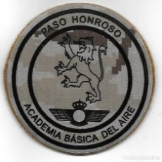 Militaria: PARCHE AGA PASO HONROSO PIXELADO ARIDO, CON VELCRO. Lote 127213999
