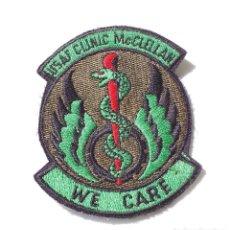 Militaria: PACHE MILITAR, AMERICANO - USAF CLINIC MC. CLELLAN - WE CARE. Lote 132523202