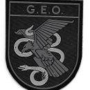 Militaria: NUEVO PARCHE POLICIA GEO NEGRO TODO EN PVC PARA EMBAJADAS/MISIONES INTERNACIONALES. Lote 159054016