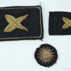Militaria: EMBLEMAS DE TELA REALIZADOS EN HILO DE ORO. AÑOS 40. EL MAS GRANDE MIDE 7 X 4,5 CMS.. Lote 165923898