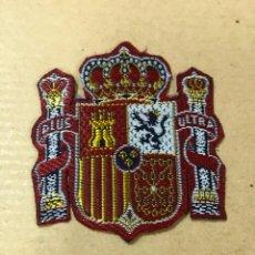 Militaria: PARCHE BORDADO CON ESCUDO MONARQUICO, MIDE 42 X 48MM.. Lote 171939448