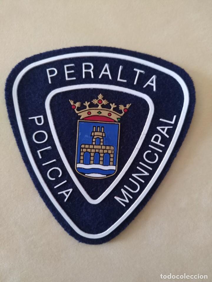 PARCHE POLICIA LOCAL MUNICIPAL DE PERALTA , NAVARRRA . EMBLEMA, ESCUDO POLICIAL (Militar - Parches de tela )