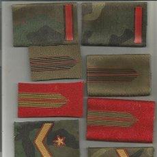 Militaria: LOTE DE 9 HOMBRERAS, DE ELLAS 4 HAN SIDO RECORTADAS COMO PARCHE, 1 ROJA Y MARRON BRIGADA, Y SUBTENIE. Lote 175620617