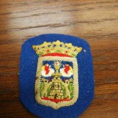 Militaria: ANTIGUO PARCHE DE TELA PARA GORRA POLICIA LOCAL DE LUGO, BORDADO. Lote 176442524