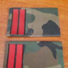 Militaria: 2 HOMBRERAS-MANGUITOS CABO DE REEMPLAZO EJÉRCITO TIERRA ESPAÑA. Lote 177405604