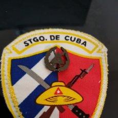 Militaria: CUBA PARCHE MILICIAS MTT SANTIAGO CON INSIGNA. Lote 222417465