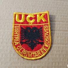 Militaria: PARCHE EMBLEMA ESCUDO POLICÍA KOSOVA USHTRIA CLIRMTAREE KOSOVES. Lote 296783613