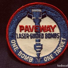 Militaria: PARCHE DE TELA PAVEWAY LASER GUIDED BOMBS ONE BOMB ONE TARGET 10CMS. Lote 191529707