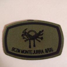 Militaria: PARCHE EMBLEMA DE PECHO VERDE CON VELCRO BCZM MONTEJURRA II/66. Lote 194729535
