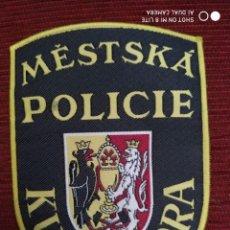 Militaria: PARCHE EMBLEMA DISTINTIVO POLICIA LOCAL MUNICIPAL KUTNA HORA ESCUDO POLICIAL. Lote 196663942