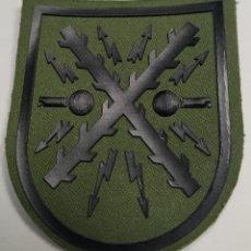 Militaria: PARCHE EMBLEMA DE BRAZO VERDE DEL MANDO DE TRANSMISIONES. Lote 221649158