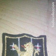 Militaria: PARCHE DE TELA LEON CON BORDADO HILO DORADO. Lote 220778067