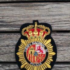 Militaria: EMBLEMA DEL CUERPO NACIONAL DE POLICIA BORDADO EN HILO METÁLICO. Lote 221412067