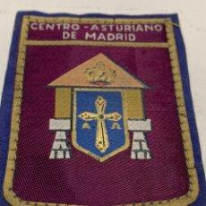 Militaria: PARCHE DEL CENTRO ASTURIANO DE MADRID DE LOS AÑOS 50. Lote 222280377