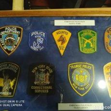 Militaria: PARCHES POLICIA POLICE NUEVA YORK Y NUEVA JERSEY, CON VITRINA REGALO-DISTINTIVO POLICIAL EMBLEMAS. Lote 227485975